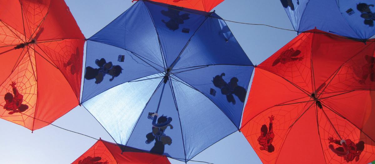 Regenschirme bieten Schutz